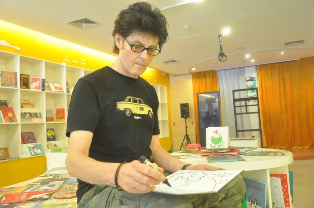 绘本大师麦克·格雷涅茨作品:彩虹色的花——让孩子感知爱与分享 第9张